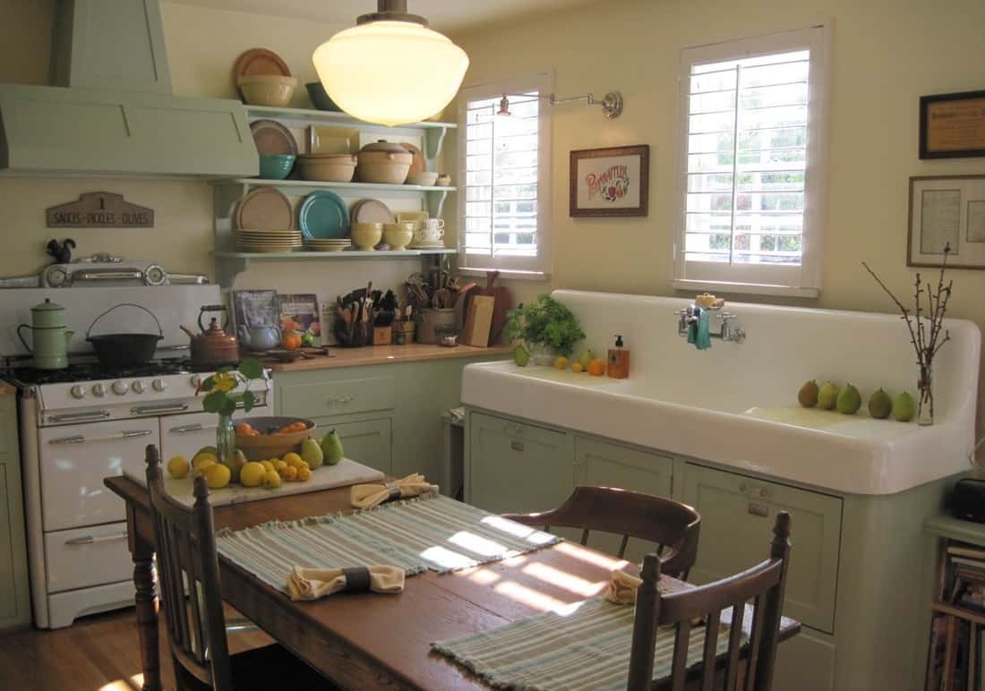 Farmhouse kitchen sink with backsplash and drainboards